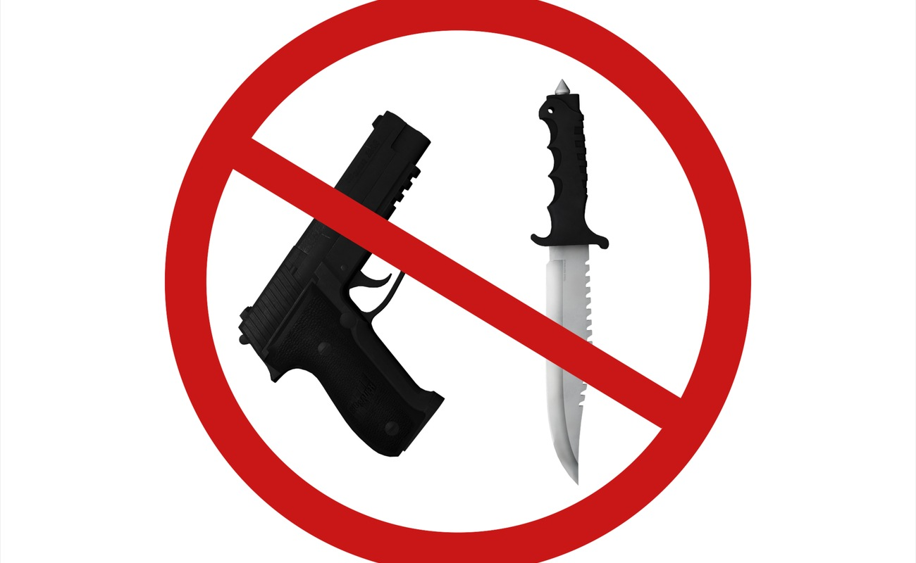 No weapons sign showing a gun and knife with a red cross through.